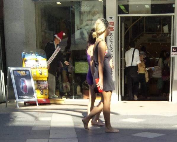 barefooter barefootgirl 裸足で外を歩くオーストラリアの女性